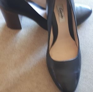 Clarks leather stacked-heel pumps